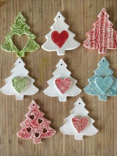 New Absolutely Free clay pottery ornaments Style Ozdoby Ceramics Projects, Clay Projects, Clay Crafts, Diy And Crafts, Salt Dough Christmas Ornaments, Clay Ornaments, Ceramic Christmas Decorations, Navidad Diy, Pottery Designs