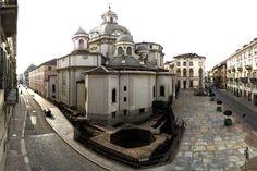 Mura romane: veduta della torre angolare e del santuario della Consolata. Fotografia di Paolo Gonella, 2010. © MuseoTorino #torino #archeology #arteromana