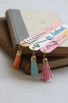 Bookmark by Fraupester Creative Bookmarks, Bookmarks Kids, Bookmark Craft, Paperclip Bookmarks, Diy Crafts Hacks, Diy Home Crafts, Diy Arts And Crafts, Fun Crafts, Diy Popsicle Stick Crafts