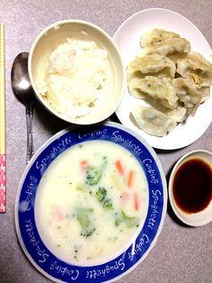 ミスマッチw - 2件のもぐもぐ - クリームシチュー•味の素餃子 by MaMayaaamada