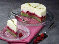 Découvrez la recette Gâteau mousse au chocolat blanc, framboises, pistache sur cuisineactuelle.fr.