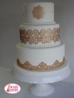 Tarta de boda encaje oro