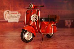 Vespa et sa bagagerie #decoration #retro #miniature #moto