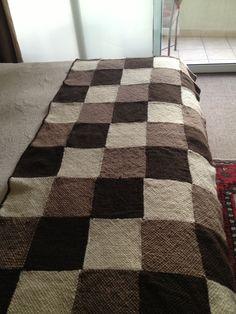 Resultado de imagen para acolchados tejidos en telar Knitting Squares, Knitting Paterns, Loom Knitting, Knitting Projects, Knit Or Crochet, Crochet Stitches, Crochet Patterns, Crochet Hats, Patchwork Blanket