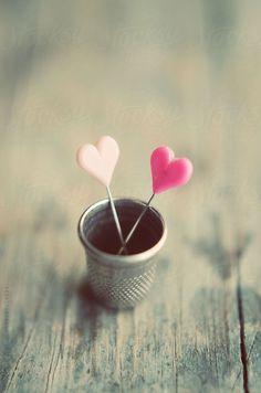 """Heart Pins ♡ """"En cualquier momento que comience es el momento correcto."""" http://blog.twinshoes.es/2011/06/29/%C2%BFes-casualidad-encontrar-pareja/"""