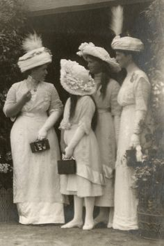 """imperial-russia: """" """"Grand Duchesses Maria and Anastasia with ladies of the court during an official ocassion """" """" Vintage Photographs, Vintage Photos, Belle Epoque, Familia Romanov, Romanov Sisters, Anastasia Romanov, Grand Duchess Olga, House Of Romanov, Tsar Nicholas Ii"""