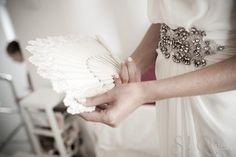 Love it, los cinturones joya para complementar el vestido de novia... ¡y los abanicos!