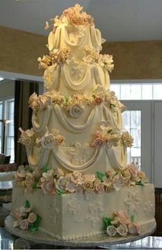 Elegant fairytale wedding cake! Enjoy RUSHWORLD boards, WEDDING CAKES WE DO, ART A QUIRKY SPOT TO FIND YOURSELF AND MOOD BUSTERS FEEL BETTER NOW. Follow RUSHWORLD on Pintrest! New content daily, always something you'll love! (french wedding cakes style)