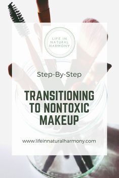 Use this step-by-step guide to help switch to non-toxic makeup! By detoxing you. Use this step-by-step guide to help switch to non-toxic makeup! By detoxing your makeup bag, you'll have healthier skin, and a healthier body! Non toxic makeup, EWG Makeup Natural Beauty Tips, Clean Beauty, Beauty Ideas, Beauty Secrets, Beauty Hacks, Non Toxic Makeup Foundation, Young Living, Anti Aging, Organic Makeup