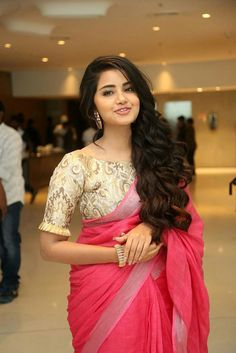 Anupama Parameswaran Stills At Vunnadi Okate Zindagi Movie Thanks Meet. South Indian Actress Anupama Parameswaran in saree stills. Brocade Blouse Designs, Saree Blouse Neck Designs, Fancy Blouse Designs, Designer Blouse Patterns, Bridal Blouse Designs, Latest Blouse Designs, Traditional Blouse Designs, Brocade Blouses, Traditional Sarees