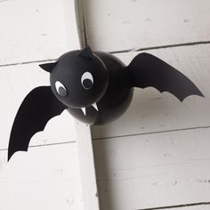 DIY Hallowen: DIY Vampire Balloon Bat