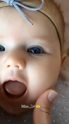 Cute Funny Baby Videos, Cute Funny Babies, Funny Videos For Kids, Funny Kids, Cute Kids, Funny Babies Laughing, New Born Boy, Cute Baby Quotes, Kids Kiss