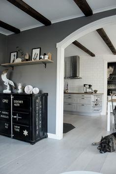 ... svart plåtskåp inredning vardagsrum vardagsrum 2013 vitt valv vitt