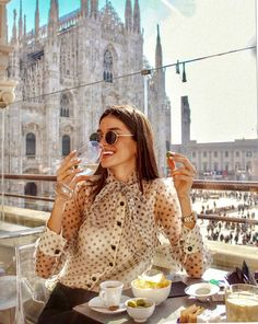 Wine, view & the sun 🥂🇮🇹☀️ Grunge Fashion, Look Fashion, Spring Fashion, Winter Fashion, Trendy Outfits, Summer Outfits, Fashion Outfits, Foto Casual, Girly