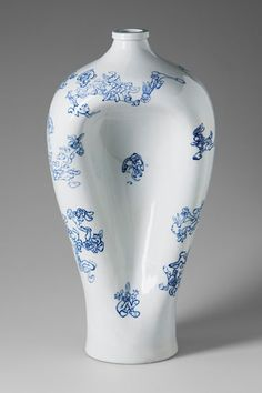 blue and white porcelain vase by chinese contemporary artist Lei Xue.