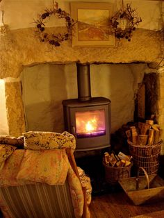 Feel the burning feeling of Wood Stove Design. See more ideas about Wood stoves, Wood oven and Fireplace heater. Picking the best wood burning stoves for your homestead is a personal affair. Cottage In The Woods, Cozy Cottage, Cottage Style, Best Wood Burning Stove, Farmhouse Kitchen Interior, English Cottage Interiors, Irish Decor, Old Fireplace, Irish Cottage