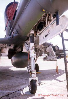 Nose Strut and Wheel Well Military Jets, Military Aircraft, Mcdonald Douglas, Jet Engine, Landing Gear, F 16, Armada, Marine Corps, The Struts