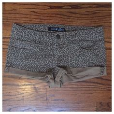 "Celebrity Pink SZ 9 Leopard Jean Shorts In really good preowned condition. No holes. No rips. No tears. No stains. Measurements: waist to waist approx 15"" (not doubled). Rise approx 9"". Celebrity Pink Shorts Jean Shorts"