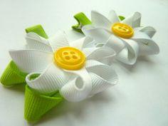 Daisy hair clips - adorable!