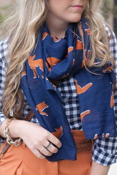 Blue and orange are the perfect complementary colours to wear this winter. Easily pair your favorite blouse and skirt duo with a patterned scarf for a chic and bright outfit. Look Fashion, Fashion Outfits, Fall Fashion, Pretty Outfits, Cute Outfits, Preppy Style, My Style, Fox Scarf, Formal