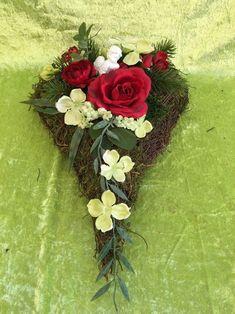 T17.28.  GRABSCHMUCK Kissen Gesteck Totensonntag Herz Grabgesteck Allerheiligen - EUR 24,50. Herzlich willkommen in unserem Blumen-Sprockhoff-ebay-Shop!Hier bieten wir Ihnen Grabschmuck aus haltbaren Materialien an ♥♥♥♥♥♥♥♥♥***** Zur Gestaltung werden unterschiedliche Materialien verwendet,wie z.B. Künstliche Tannekünstliche Blüten finden ebenfalls Verwendung*****Es handelt sich nicht um ein Massenprodukt,wir fertigen noch selbst mit Liebe zum Detail unsere Gestecke! Wie immer bei uns… Grapevine Wreath, Grape Vines, Floral Wreath, Wreaths, Ebay, Vases, Hearth Pad, Planting, Diy