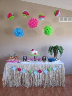 Hawaii/Tropical party table idea, love the grass skirt! Hawaiian Luau Party, Hawaiian Birthday, Luau Birthday, Tropical Party, Birthday Parties, Birthday Ideas, Hawaiian Decor, Birthday Celebration, Birthday Cakes