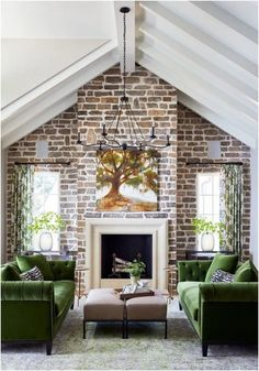 cozy living Have a look inside Charlottes first ever Southern Living Inspired Home built by New Old, LLC with the help of Southern Studio Interior Design. Cozy Living Rooms, My Living Room, Living Room Decor, Living Spaces, Southern Living, Country Living, Country Style, Chesterfield Style Sofa, Terrasse Design