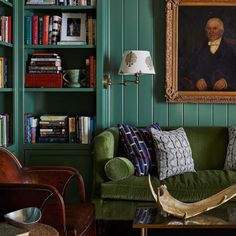 All Posts • Instagram Cozy Living Rooms, Home Living Room, Green Velvet Sofa, Pub Design, Sofa Styling, Thing 1, Luxury Decor, Interior Design, House Styles