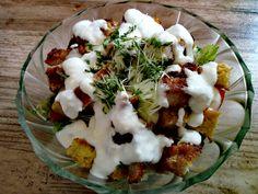 Warstwowa sałatka z kotletem schabowym i dressingiem jogurtowo - chrzanowym Mashed Potatoes, Salads, Eggs, Meat, Chicken, Breakfast, Ethnic Recipes, Food, Beef