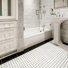Pool House Bathroom, Marble Bathroom Floor, White Marble Bathrooms, Bathroom Tile Designs, Bathroom Flooring, Bathroom Ideas, Bathroom Inspo, Bath Ideas, Bathroom Remodeling