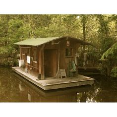 bayou bohemian: April 2012 Precious little boat house This belongs at Kates fish Camp! Audubon Zoo, Shanty Boat, Houseboat Living, Pontoon Houseboat, Tiny House Cabin, Floating House, Cabins And Cottages, Small Places, Cabins In The Woods