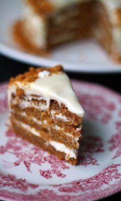 Jouluinen porkkanakakku   Maku Xmas Food, Christmas Desserts, Christmas Baking, Easy Cake Recipes, Sweet Recipes, Dessert Recipes, Chocolate Orange Cheesecake, Delicious Desserts, Yummy Food