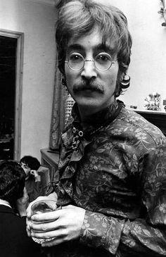 John Lennon photos | The Beatles Bible