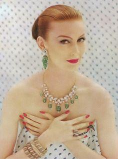 ♡☼⁀⋱‿✿★☼⁀ ♡ Toda mulher leva um sorriso no rosto e um segredo no coração. - Clarice Lispector ========================= Photo by Richard Rutledge, 1955   by dovima2010