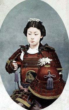 Photo of an Onna-Bugeisha, female Samurai warrior of feudal Japan. Samurai clans trained their daughters in the art of combat to either defend their homes when husbands went to war or for battle. Battle scene forensic have shown that up to of Japanese History, Japanese Culture, Japanese Art, Geisha, Female Samurai, Samurai Armor, Samurai Weapons, Tomoe, Photo Vintage
