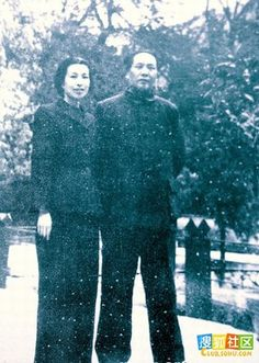 Jiang Qing with Mao. Jiang Qing, Mao Zedong, Super Cool Stuff, Enemy Of The State, Founding Fathers, Being A Landlord, Revolutionaries, Beijing, Old Photos