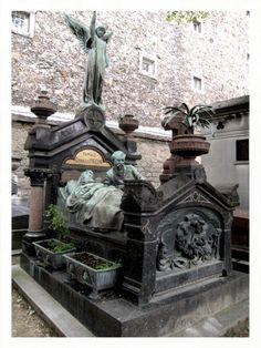 Gothic tombstone - Montparnasse Cemetary