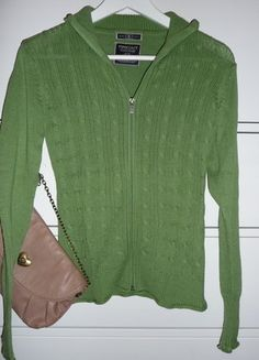Kupuj mé předměty na #vinted http://www.vinted.cz/damske-obleceni/s-dlouhymi-rukavy/15432409-timeout-krasny-zeleny-svetr-na-zip