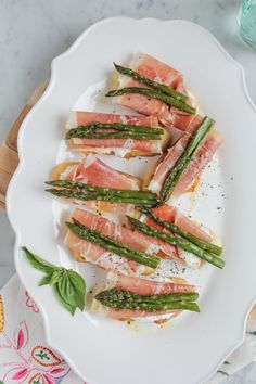 Asparagus and Prosciutto Crostini with fresh ricotta cheese! So flavorful and delicious! #spring #appetizer