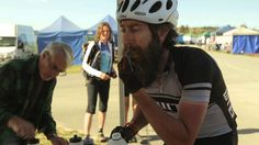 SOLO TWENTY-FOUR TRAILER, mpulsado por su pasión por el ciclismo de resistencia, un hombre se sobrepone a las batallas físicas y mentales para así terminar una carrera de 24 horas en solitario en su bicicleta de montaña de una sola velocidad ..Dirección: Rowen Grant, País: Australia, Año: 2014, Duración: 9 min.