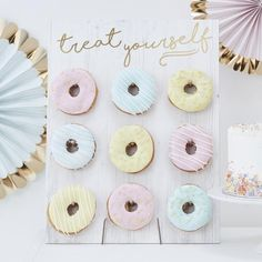 Treat Yourself Pastel Donut Wall Party Decoration//Doughnut. A Novel Party display for Birthdays, Baby Showers, Weddings or any celebration. Our 'Treat Yourself Donut Wall' is a wall of absolute dreams! Dessert Party, Party Buffet, Party Desserts, Party Cakes, Donut Bar, Doughnut Stand, Doughnut Cake, Murs Pastel, Pastell Party