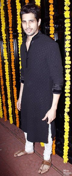 at Ekta Kapoor's 2013 Diwali Party Sidharth Malhotra in a long Kurta over Churidar w/ Kolhapuri Chappals - MissMalini'aligarhi' pajamas with shortish kurtas and nehru jacketsHijab outfit Mens Indian Wear, Mens Ethnic Wear, Indian Groom Wear, Indian Men Fashion, Mens Fashion, Fashion Suits, Party Fashion, Style Fashion, Kurta Pajama Men
