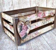 Bednička Roses / Sonislavka - Lilly is Love Decoupage Vintage, Decoupage Box, Vintage Crafts, Shabby Vintage, Crate Crafts, Diy And Crafts, Shabby Chic Crafts, Shabby Chic Decor, Wood Crates