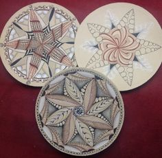 Circle Zentangle Mandalas - Tangled Up In Art by Cris Letourneau, CZT more ideas for different mediums Zentangle Drawings, Doodles Zentangles, Abstract Drawings, Pencil Drawings, Doodle Designs, Doodle Patterns, Zentangle Patterns, Zen Doodle, Doodle Art
