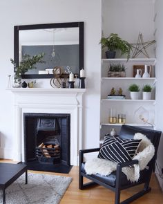 10 clever small space living hacks that will transform your home Source by Decor for small spaces Tiny Living Rooms, Small Space Living, My Living Room, Living Room Interior, Home Decor Bedroom, Home And Living, Living Room Designs, Small Spaces, Living Room Decor