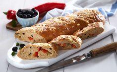 Dette en oppskrift på et fantastisk saftig og smaksrikt brød. Fyll brødet med paprika, ost og oliven. Brødet passer perfekt til suppe. For å få til et godt resultat bør du elte deigen lenge. Denne oppskriften gir to brød. Brødene egner seg for frysing.