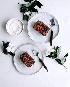 vegan vanilla pear & fresh strawberry little cakes. NEW recipe now live on the G&F site! x by gatherandfeast Vegan Loaf, Vegan Cake, Almond Recipes, New Recipes, Favorite Recipes, Chocolate Granola, Apple Smoothies, Strawberry Cakes, Little Cakes