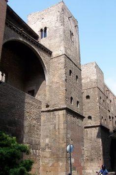 Muralla romana al carrer del sots-tinen Navarro, amb elements medievals que s'hi van afegir posteriorment.