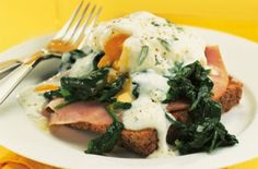Slimming World eggs Benedict Kickstart your weekends with this fabulously filling breakfast. Slimming World's version of eggs benedict screams luxury but without the diet worries Healthy Pork Recipes, Fig Recipes, Lunch Recipes, Healthy Meals, Slimming Eats, Slimming World Recipes, Eggs Benedict Recipe, Egg Benedict