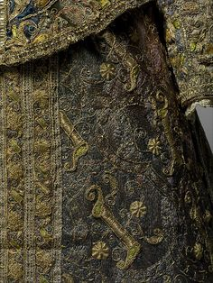 late 16th century women's dress ensemble, Spanish, made of silk and linen, The Metropolitan Museum of Art (detail)
